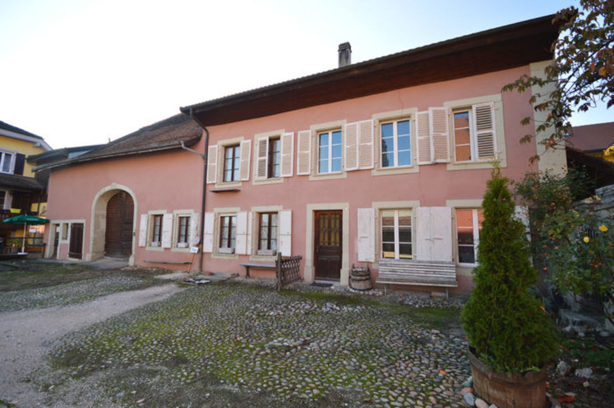 Maison villageoise pour projet de 4 5 appartements for Studio a louer yverdon