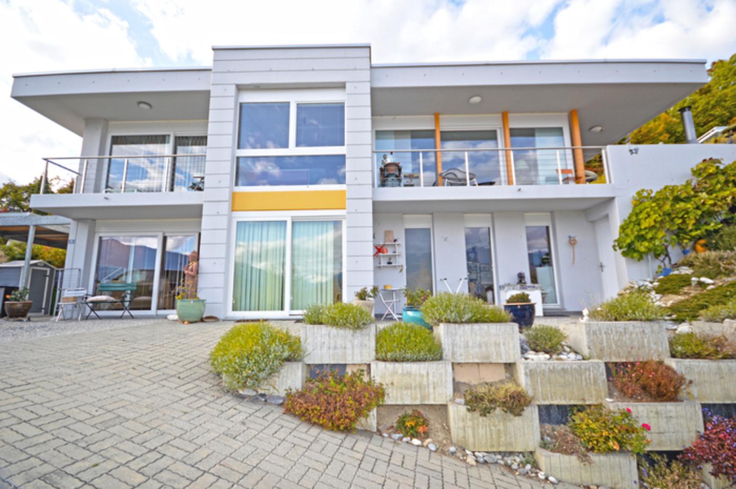 Tr s belle villa moderne avec piscine et magnifique vue for Belles villas modernes