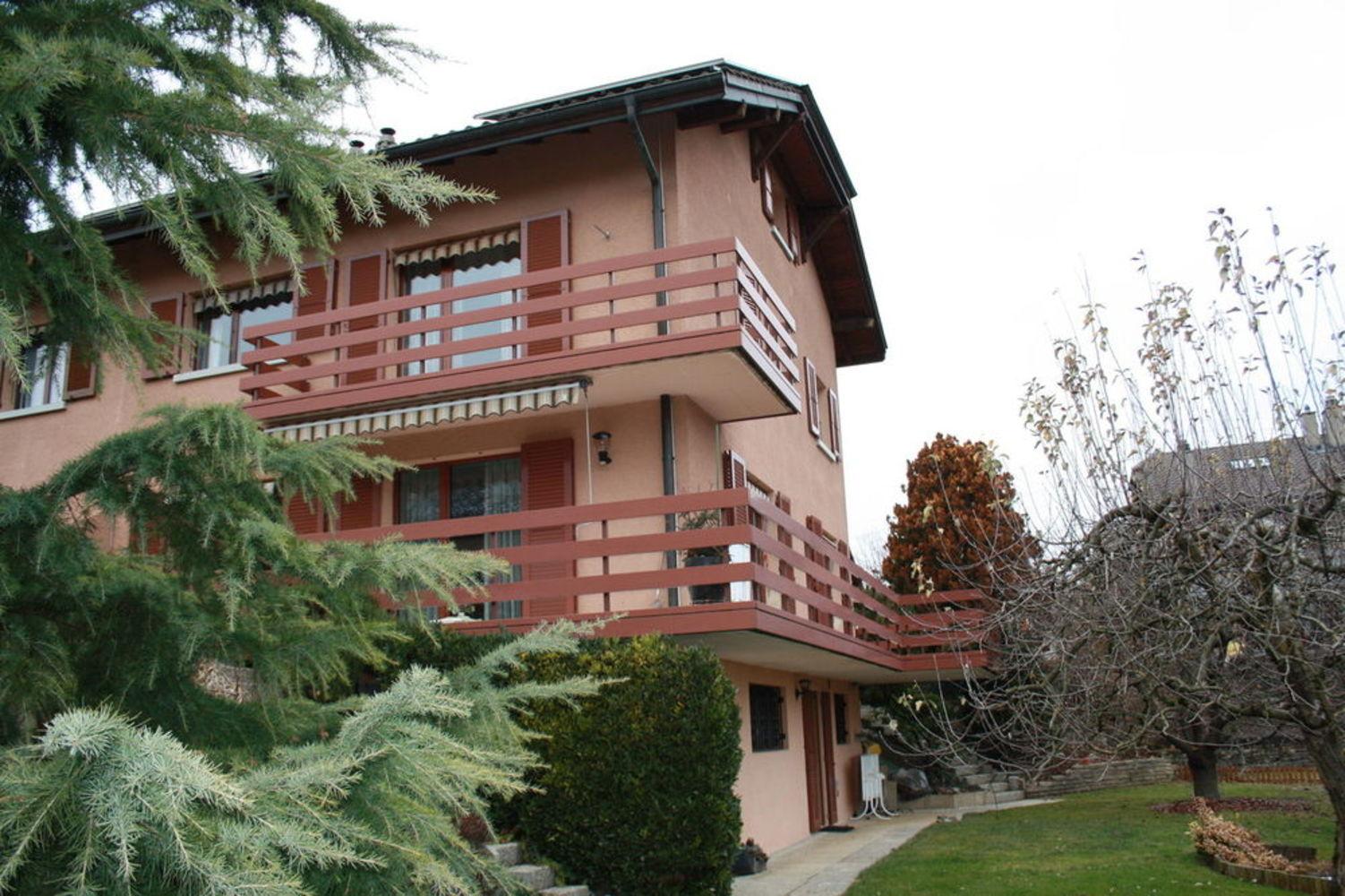Jolie maison jumelle avec grand jardin et id al pour famille - Entretien jardin locataire ...